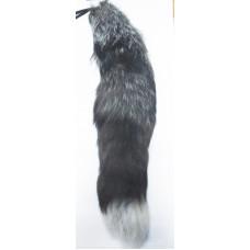 Хвост большой светло-серый и черный
